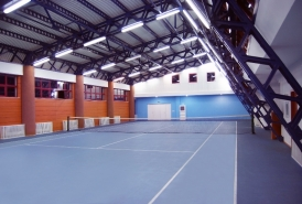 Tenis de camp interior Complex Turistic Vila Teleconstructia Slanic Moldova